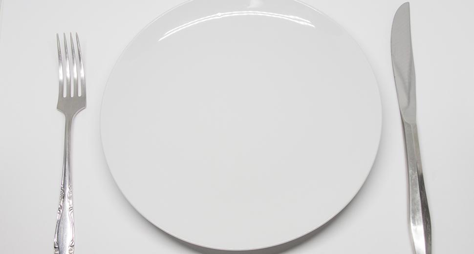何ものっていないお皿